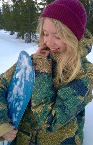 Kirjoittaja Sohvi Kangasluoma on rovaniemeläinen kansainvälisen politiikan opiskelijan, joka aloitti lumilautailun 4-vuotiaana.