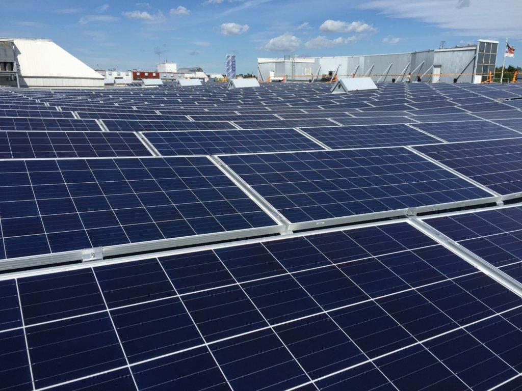 POW Finlandin kumppani Solnet Green Energy rakentaa K-citymarket Tammiston katolle Suomen suurimman kiinteistökohtaisen aurinkovoimalan.